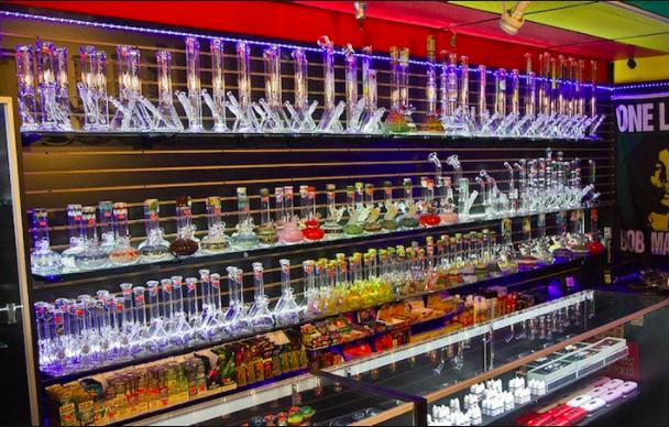 Where to Find Kratom: Smoke Shops vs. Online Shops